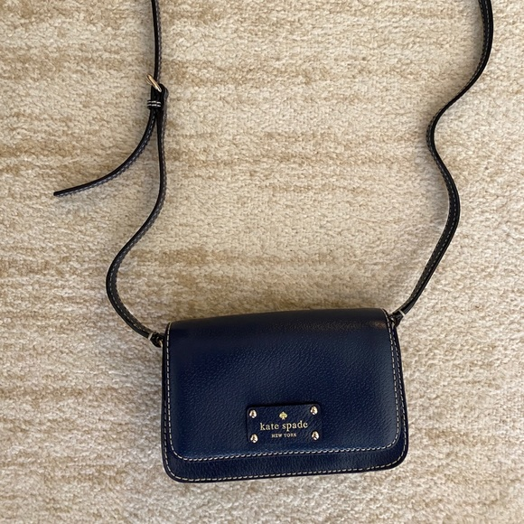 kate spade Handbags - Kate Spade crossbody leather bag